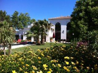 Villa contemporaine avec piscine sur 1000 m2 de terrain, a 10 kms du Cap d Agde