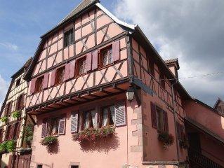 Dans quartier pittoresque de Ribeauville,  spacieux gite climatise pour 2 a 5 pe