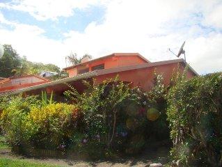 Charmant bungalow a 30 metres de la plage, 800 m du parc naturel de la Caravelle