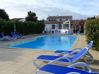 APPARTEMENT 4 PERS, TERRASSE, PISCINE CHAUFFEE ET PARKING PRIVATIF