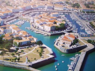 STUDIO Ile de Re St Martin de Re (on the port)