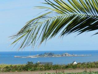 VUE PANORAMIQUE SUR LA BAIE DE PAIMPOL, longère bretonne, tout confort, accueil.