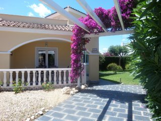 VILLA 8 pers 80m2 non terraced walled garden + parking and shared pool