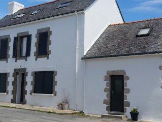 Maison de pecheur, sur le port de Kerroch, a 4 mn a pied de la plage !