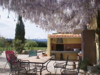 Gite rural dans mas catalan du 19° au coeur des champs de pechers du Roussillon