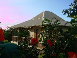 Basse terre: jolie maison creole. belle vue mer et grande piscine