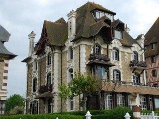 Le Boulevard du Casino , Normandy Hotel. Proche du Centre Ville  et de la Plage