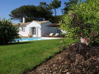 Villa avec piscine et grand jardin, proximite de la mer, 10 personnes