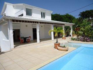 Villa F3 independante, Grande Terrasse avec piscine privee - Calme et Detente