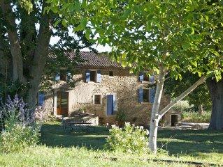 Mas a Bonnieux dans le Luberon, belle vue, calme, piscine privee chauffee.