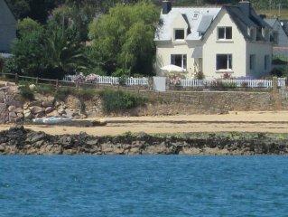 Maison les pieds dans l'eau, vue imprenable mer, direct  plage,très calme.