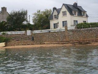 Maison 'les pieds dans l'eau,' Accès direct  plage, calme, vue sur Ile de Bréhat