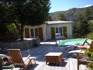 Maison de pierre 4 ch avec piscine, vue panoramique sur la montagne, Entrevaux