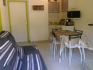 Bel apartemment located on the ground floor with infant children