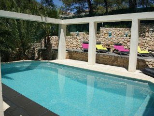 Wonderful contemporary villa with pool and air-conditioned bedrooms