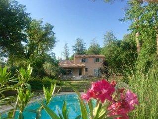 Aix en Provence , Superbe Villa au pied de la Sainte Victoire.