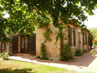 Country house with large pool in the heart of Black Périgord 2-8 people