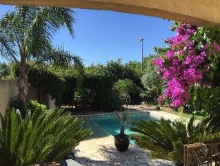 Villa recente tout confort avec piscine et jardin trés agréable