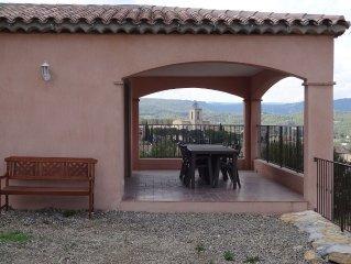 Villa au calme avec piscine, vue magnifique sur village provencal !