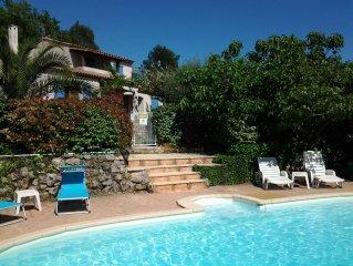 Villa avec piscine chauffee. Vue sur le village et une oliveraie