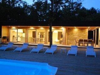 Piscines chauffees, Sauna, fitness, 8 velos, pingpong, calme et grand confort.
