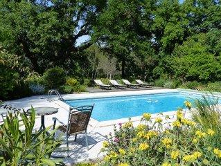 Mas provencal de 250 M2 avec piscine dans un beau parc paysage de 15.000 m2