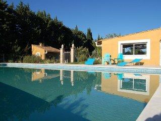 Villa provencale 6-8p avec piscine proche Avignon