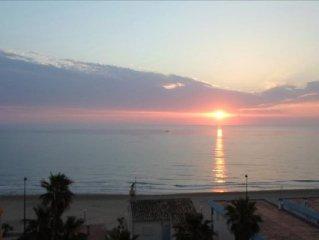 appartement 100m de la plage, piscine, climatisation, wifi, TV sat,parking