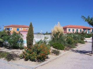 Maison de vacances dans un petit domaine avec piscine au bord de la Mediterranee