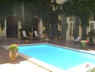 HOTEL PARTICULIER  XVII Siecle CENTRE HISTORIQUE DE NARBONNE.PISCINE