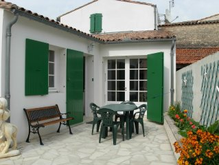 L'Aristide : belle maison réthaise avec une  cour close sans vis à vis WIFI