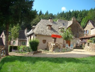 COTTAGE CANTOMERLHE to CONQUES (rated 4 *) for 4-8 people.