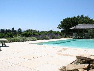 Maison individuelle,  piscine chauffée, au pied du Luberon, à 2km de Lourmarin