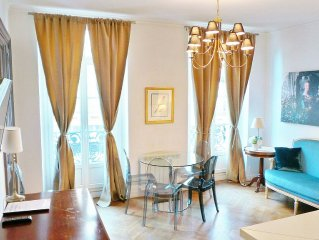 Chic and Spacious 2 bedroom Flat in Haussmannian Building, Fits 5.