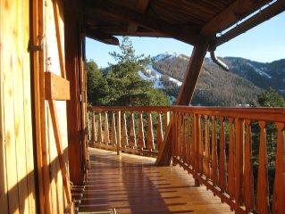 Vue du balcon sur les pistes de ski