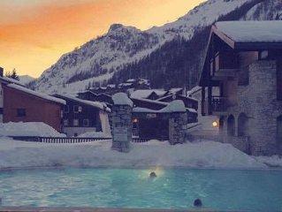 Studio dans chalet, Val d'Isere , piscine chauffee, fitness, sauna, parking ferm