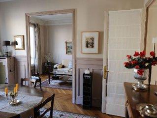 Appartement typiquement Parisien dans immeuble haussmannien