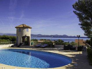 Villa + dependances + piscine privee  avec magnifique vue mer et massif Esterel