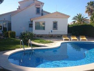 Villa independante pour 7 pers, piscine privee a 250 m de la plage