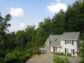 Asheville Lookout Chalet - 8 Guests, Hot Tub, Pet Friendly, Cable TV, WIFI