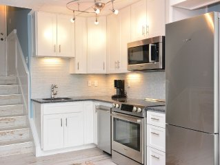 GORGEOUS & BEST IN TOWN! - Walk to Beach and Shops! New/Remodeled 2016!