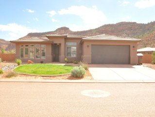 Grand Circle Gorgeous new home with great amenities. POOL, SPA, WIFI, VIEWS!!!