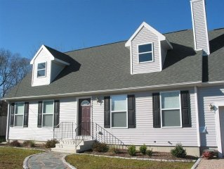Narraganett 2BR, Pier Neighborhood, Walk 2 Amenities, Near Bch