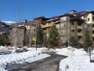 FLAGSHIP PANORAMA CONDO 2 bed 2 bath ski in/out Upper Village clean fee INC