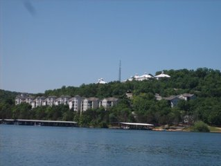Family Friendly 2BR/2BA Lakefront Condo. on Table Rock Lake