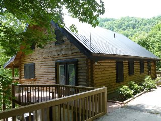 Beautiful Cabin, Two Master Suites, Great Location, Wi-Fi