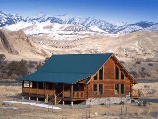 Beautiful Log House on the Yellowstone River!