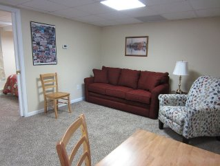 5 miles from VT! Near Mall & restaurants. Great for football weekends/graduation