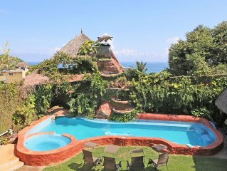 Center of Town, Steps to the Beach, Great Ocean Views, Pool, ac in the bedrooms