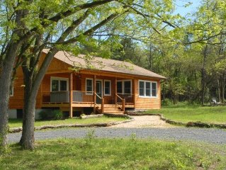 'Walden' Deluxe 1 BR Riverfront Cabin on 54 Acres
